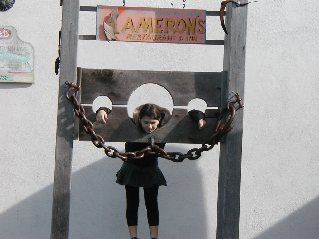 Cameron's Restaurant Pub & Inn - Bars/Nightife - 1410 N Cabrillo Hwy, Half Moon Bay, CA, 94019, US
