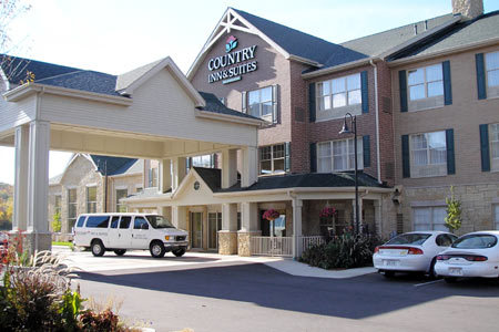 Country Inn & Suites - Hotels/Accommodations - 6275 Nesbitt Rd, Madison, WI, 53719