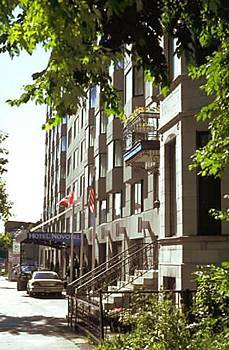 The Novotel Hotel - Hotels/Accommodations - 1180 Rue De la Montagne, Montréal, QC, H3G