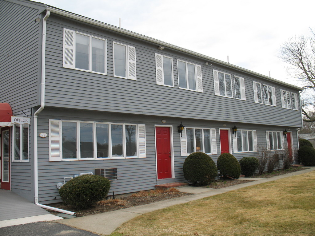 Red Horse Inn Motel - Hotels/Accommodations - 28 Falmouth Heights Rd, Falmouth, MA, 02540, United States