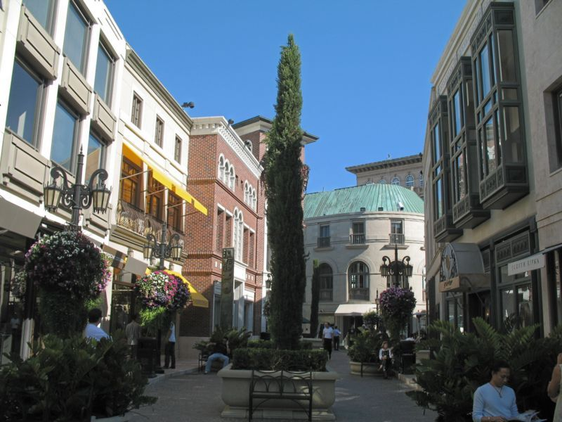 Rodeo Drive - Attractions/Entertainment, Shopping, Photo Sites - Rodeo Dr, Beverly Hills, CA, 90212, US