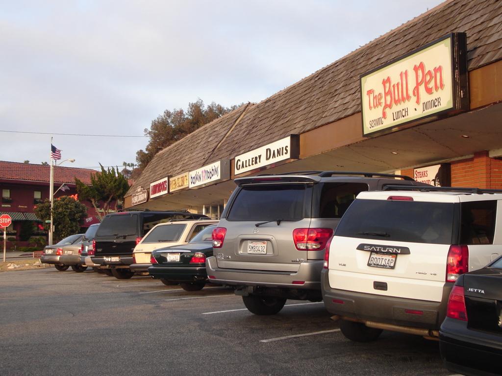 Bull Pen - Attractions/Entertainment, Restaurants, Bars/Nightife - 314 Avenue I, Redondo Beach, CA, United States