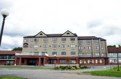 The Best Western Mainstay Inn - Hotel - 151 Admiral Kalbfus Road, Newport, RI, United States