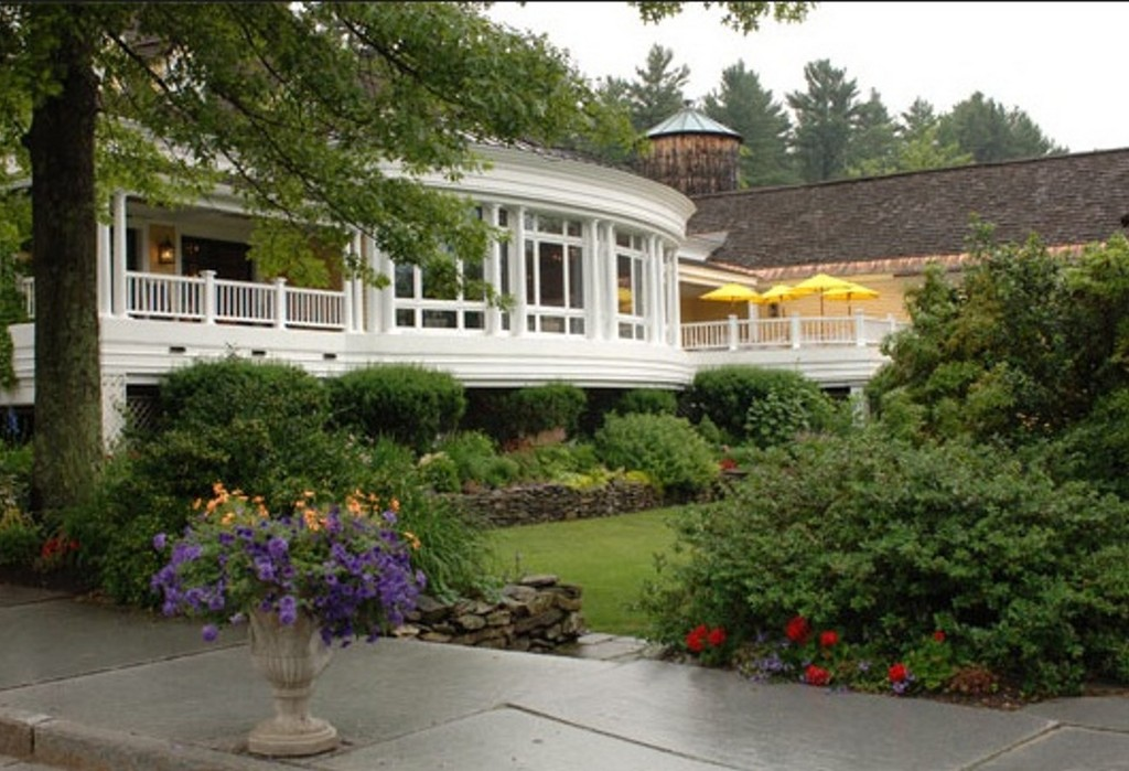 Bedford Village Inn - Ceremony Sites, Reception Sites, Restaurants - 2 Olde Bedford Way, Bedford, NH, 03110