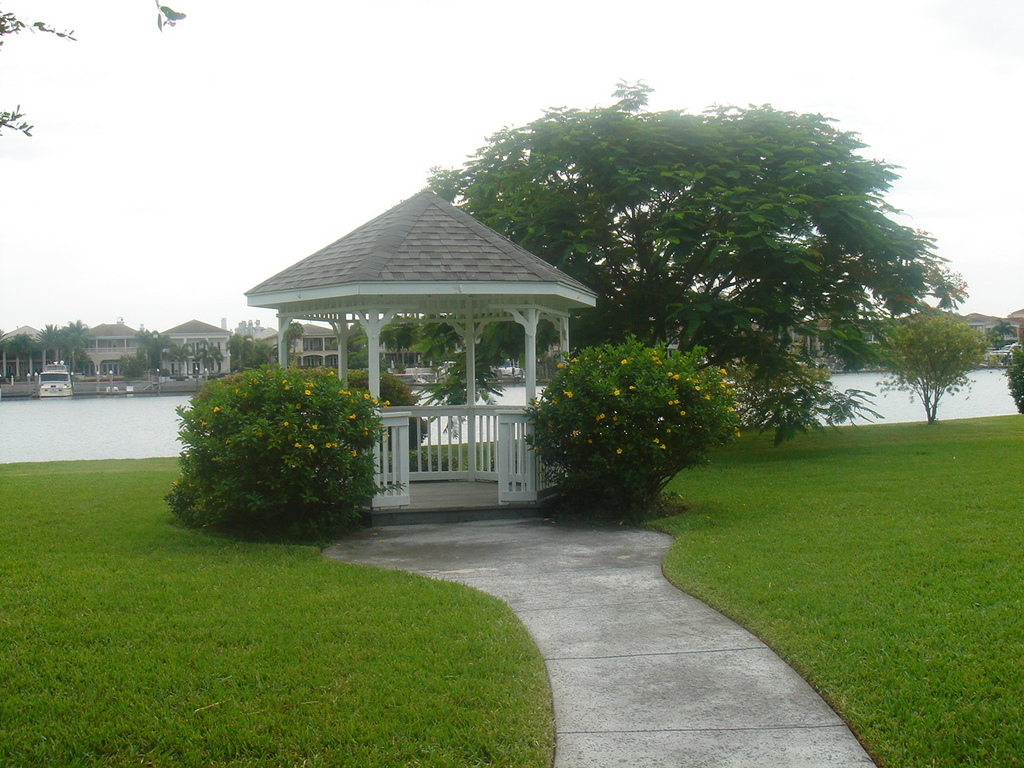 Park Bench, Davis Island - Ceremony Sites, Reception Sites, Attractions/Entertainment, Ceremony & Reception - 81 Columbia Dr, Tampa, FL, USA