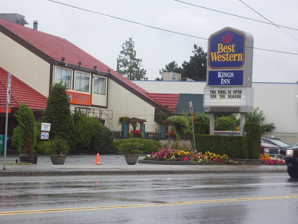 Best Western Plus Kings Inn & Conference Centre - Hotels/Accommodations - 5411 Kingsway, Burnaby, BC, Canada
