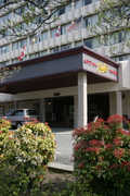 Compass Point Inn - Hotel - 9850 King George Hwy, Surrey, BC, V3T 4Y3
