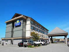 Days Inn & Suites Langley - Hotel - 20250 Logan Avenue, Langley, BC, V3A 4L6, Canada