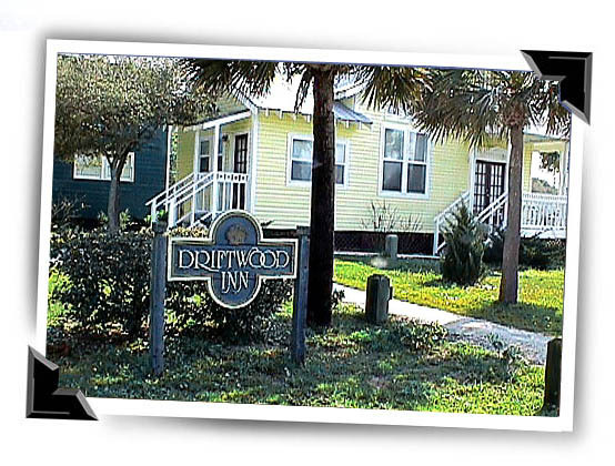 Driftwood Inn - Hotels/Accommodations - 2105 Highway 98, Mexico Beach, FL, United States