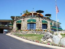 Weathervane Terrace Inn - Hotels/Accommodations - 111 Pine River Ln, Charlevoix, MI, United States
