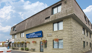 Petawawa River Inn & Suites - Hotels/Accommodations - 3520 Petawawa Boulevard, 페타와와, ON, Canada