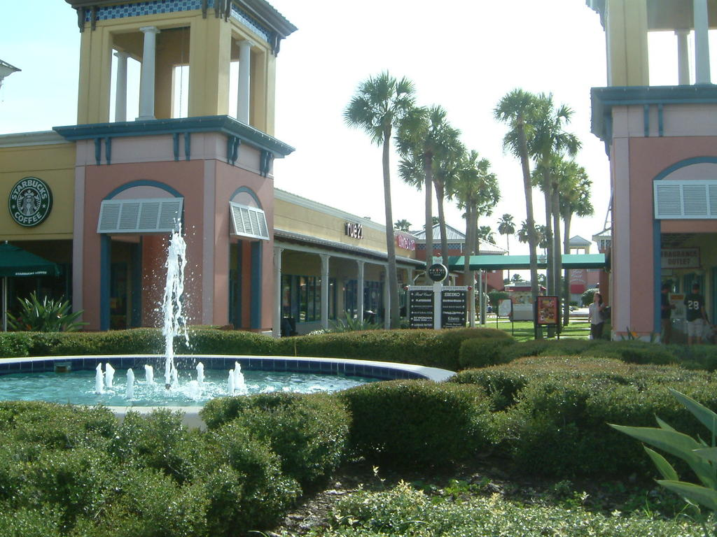 Florida mall wedding