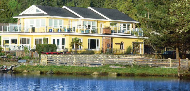 Birds Of A Feather Bed & Breakfast - Hotels/Accommodations - 206 Portsmouth Drive, Victoria, BC, Canada