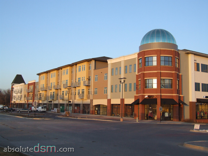 West Glen Town Center - Shopping, Attractions/Entertainment, Bars/Nightife, Restaurants - 5525 Mills Civic Pkwy, West Des Moines, IA, 50266