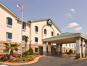Days Inn & Suites Prattville - Hotels/Accommodations - 600 Old Farm Ln S, Prattville, AL, 36066