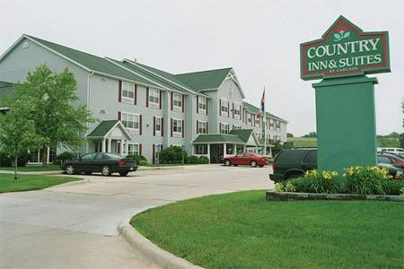 Country Inn And Suites - Hotels/Accommodations - 2910 S Main St, Cedar Falls, IA, 50613, US