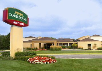 Courtyard By Marriott: Arlington Heights South - Hotels/Accommodations - 100 W Algonquin Rd, Arlington Hts, IL, United States