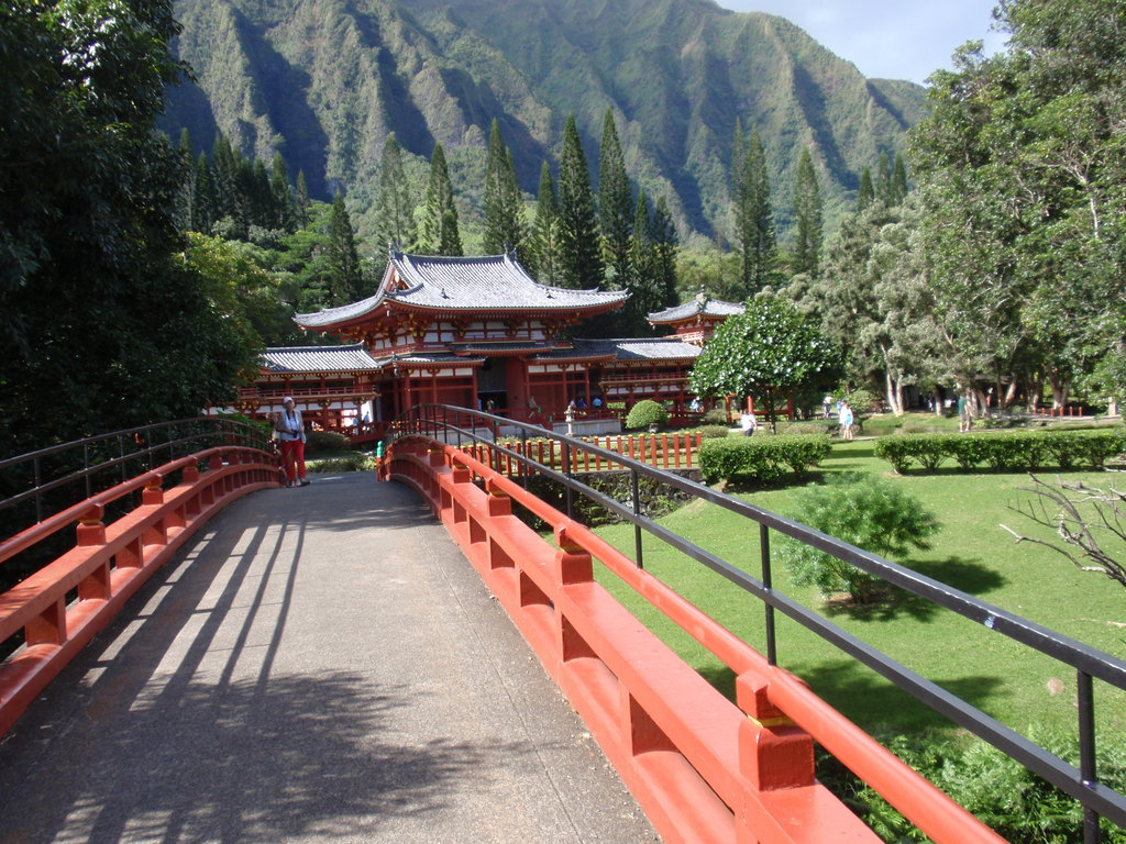 Byodo-in Temple - Attractions/Entertainment, Ceremony Sites - 47 Kahekili Hwy, Kaneohe, HI, 96744