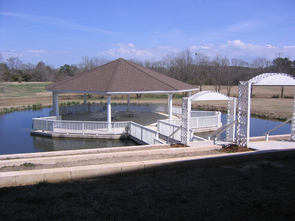 Castle Hill Pavilion & Park - Ceremony Sites - 285 Old Enochs Rd, Florence, MS, 39073