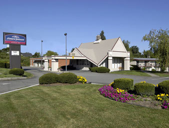 Howard Johnson Expressway Inn - Hotels/Accommodations - 3601 Vestal Pkwy E, Vestal, NY, 13850
