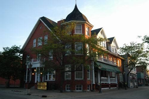 Historic Holly Hotel - Reception Sites, Ceremony Sites, Hotels/Accommodations - 110 Battle Aly, Holly, MI, United States