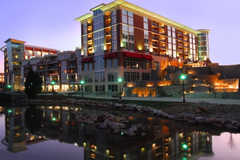 Hampton Inn & Suites RiverPlace - Accomodations - 171 River Place, Greenville, SC, United States