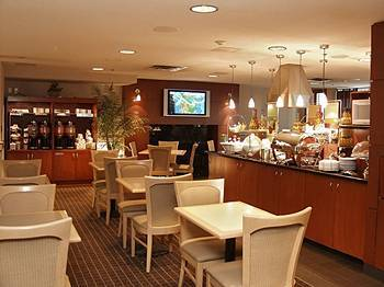 Hampton Inn & Suites Vancouver-downtown, B.c. - Hotels/Accommodations - 111 Robson St, Vancouver, BC, V6B 2M4