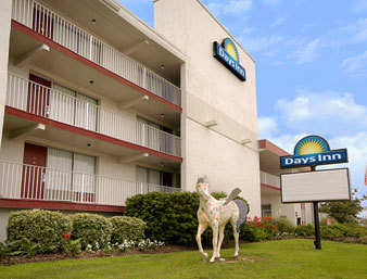 Days Inn Mariner - Hotels/Accommodations - 1801 N Virginia Dare Trail, Kill Devil Hills, NC, 27948, US
