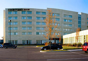 Courtyard Marriott Montreal Airport - Hotels/Accommodations - 7000 Robert-Joncas Place, Saint-Laurent, QC, H4M 2Z5