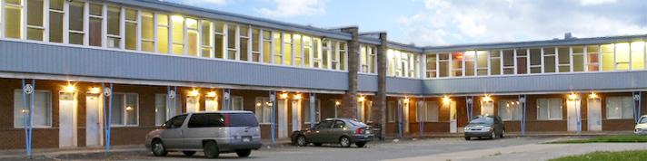 Motel Pierre (514-332-3060) - Hotels/Accommodations - 2375 Boulevard Marcel-Laurin, Saint-Laurent, QC, H4R1K4