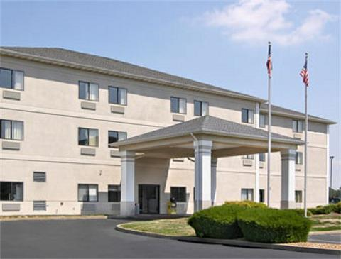 Days Inn Hotels: St. Louis/collinsville - Hotels/Accommodations - 12 Commerce Drive, Collinsville, IL, United States