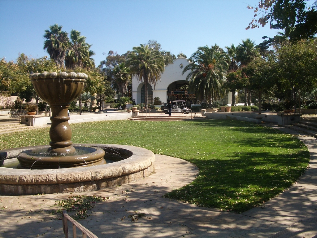 Chase Palm Park - Attractions/Entertainment, Parks/Recreation, Ceremony Sites - 223 E Cabrillo Blvd, Santa Barbara, CA, 93101