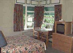 Motel Hollywood - Hotel - 9155 King George Hwy, Surrey, BC, V3V