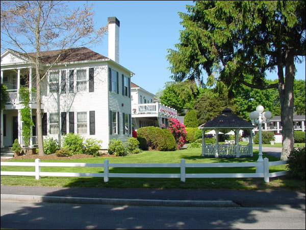 Shoreway Acres Resort Inn - Hotels/Accommodations - 59 Shore St, Falmouth, MA, United States