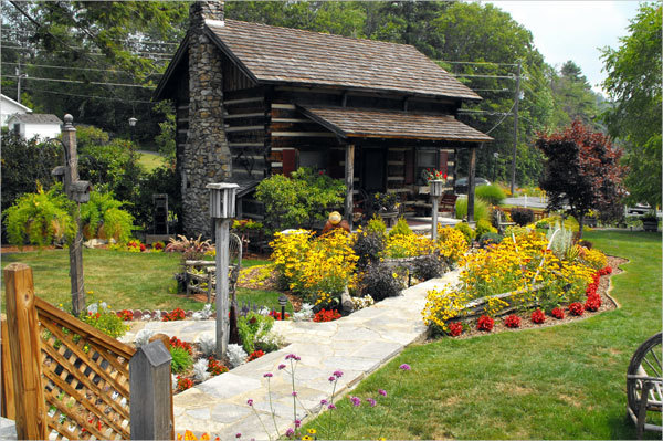Azalea Garden Inn - Hotels/Accommodations - 793 Main St, Blowing Rock, NC, United States