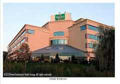 Holiday Inn Fort Erie Wedding In August in Fort Erie, ON, Canada
