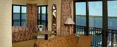 Shoreline Inn and Suites - Hotel - 750 Terrace Point Boulevard, Muskegon, MI, United States