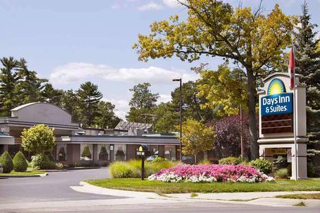 Days Inn - Hotels/Accommodations - 420 Munson Ave, Traverse City, MI, 49686