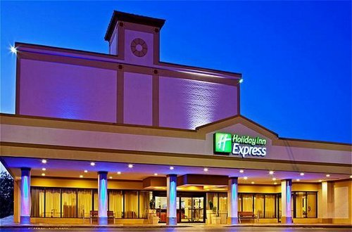 Holiday Inn - Hotels/Accommodations - 411 W Spring St, New Albany, IN, 47150