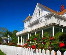 The White Doe Inn Bed and Breakfast - Bed & Breakfast - 319 Sir Walter Raleigh St, Manteo, NC, 27954