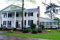 Inn at Henderson Village The - Restaurant - 125 Langston Cir, Perry, GA, United States