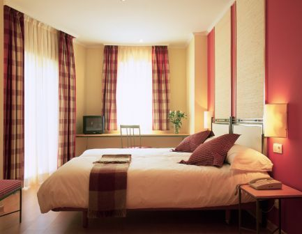T3 Tirol - Hotels/Accommodations - Calle del Marqus de Urquijo, 4, Madrid, Comunidad de Madrid, 28008