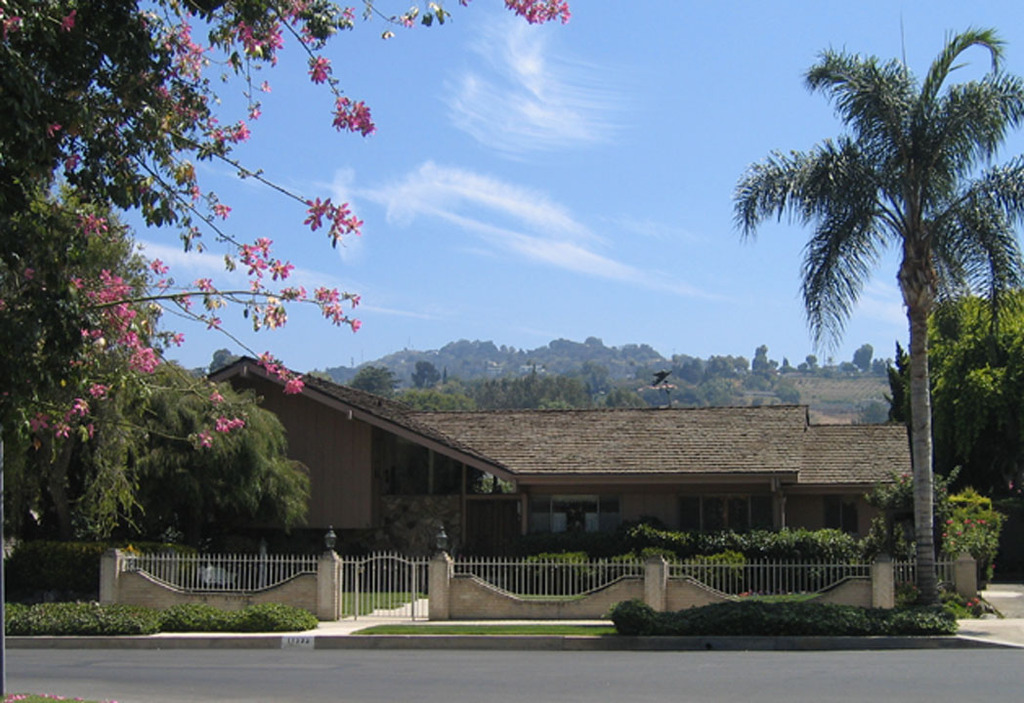 241658 l save 241658 l the brady bunch house north hollywood ca