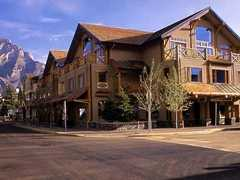 Brewster's Mountain Lodge - Hotel - 208 Caribou Street, Banff, AB, Canada