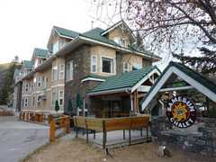 Samesun Backpacker Lodges - Banff Chalet - Hostel - 433 Banff Ave, Banff, AB, T1L