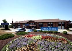 Travelodge - Hotels/Accommodations - 10th St E, Owen Sound, ON, N4K 1T2, Canada