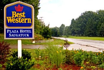 Best Western Plaza Hotel Saugatuck - Hotels/Accommodations - 3457 Blue Star Hwy, Saugatuck, MI, United States
