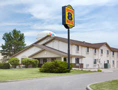 Super 8 Hotel - Hotel - 2203 Circle Dr W, Spirit Lake, IA, 51360, USA