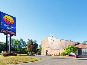 Comfort Inn Kingston - Hotels/Accommodations - 55 Warne Crescent, Kingston, ON, K7K