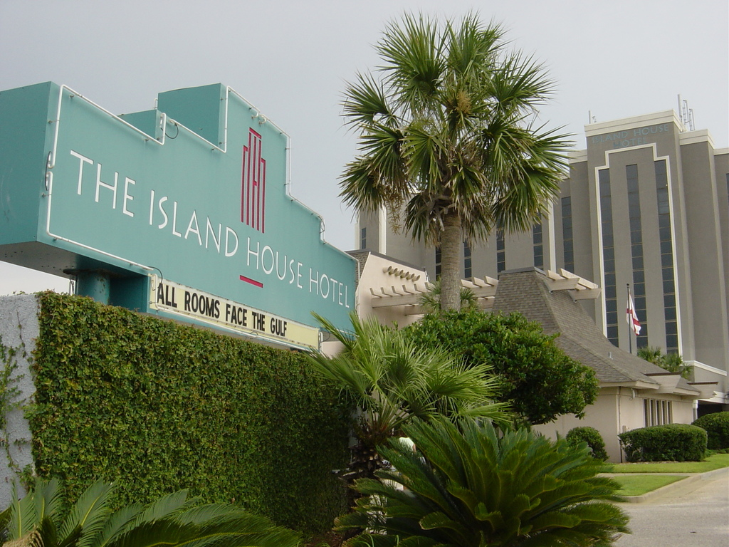 The Island House Hotel - Hotels/Accommodations - 26650 Perdido Beach Blvd, Orange Beach, AL, 36561, US